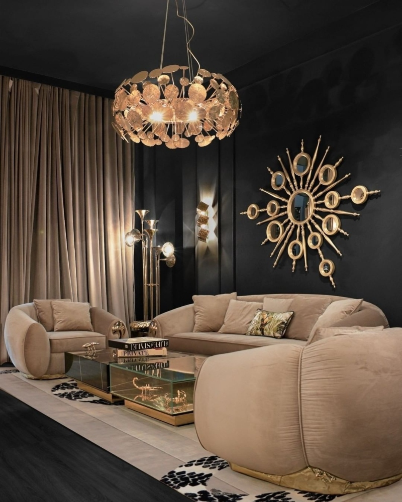 LIVING ROOM WITH SIGNATURE IN GOLDEN LIGHTS